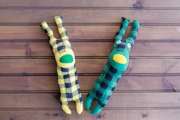 How to Make Easy-Sew Sock Plushies